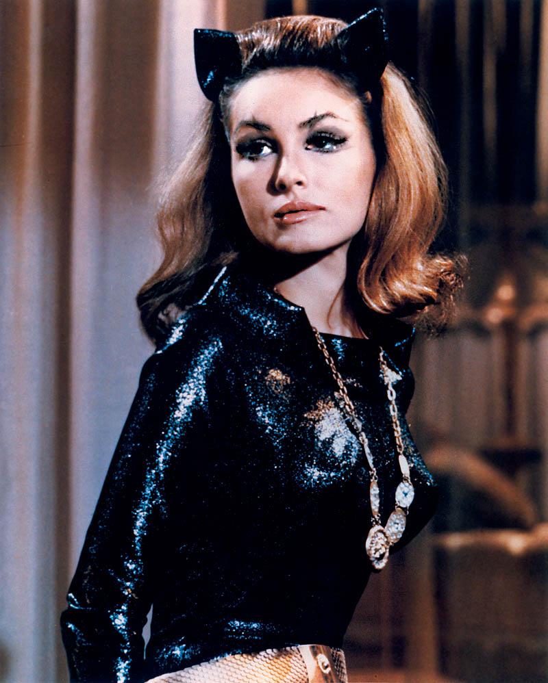 Duda duda duda duda…uh…Catwoman!